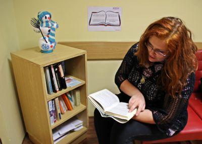 Pacienti Podhorské nemocnice mají vlastní knihobudku