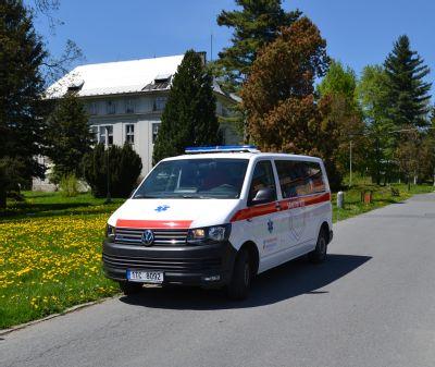 Ve vozovém parku Podhorské nemocnice přibyla nová sanitka