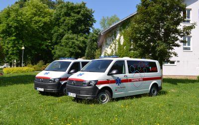 Ve vozovém parku Podhorské nemocnice přibyly hned dva nové sanitní vozy