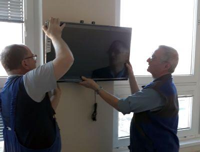 Pacientům Podhorské nemocnice krátí chvíle šedesátka nových televizí
