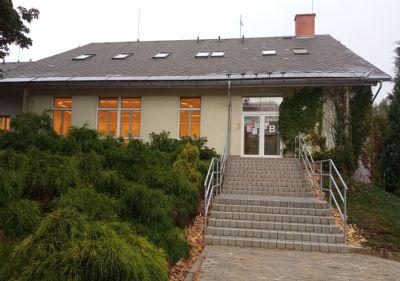 Návštěvníky budovy jídelny Nemocnice AGEL Podhorská vRýmařově vítá zmodernizované schodiště