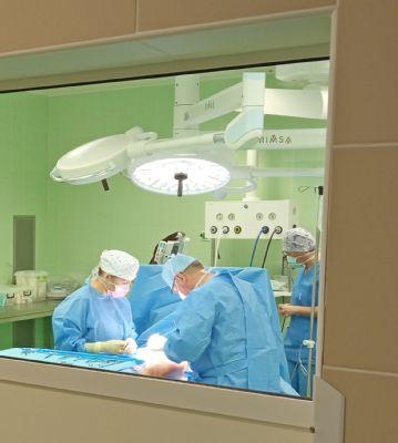 Nemocnice AGEL Podhorská opět otevírá dveře svých sálů plánovaným operacím. Během pandemie jeden z nich zmodernizovala